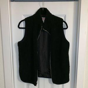 MOSSIMO SUPPLY CO. Black fury vest